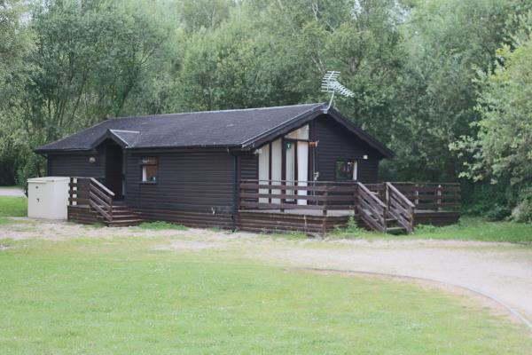 2 bedroom log cabin for sale in 5 bull rush tattershall for 2 bedroom log cabins for sale