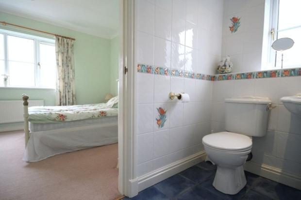 Bedroom 4 En S...