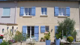4 bed semi detached house in Gensac, Gironde...