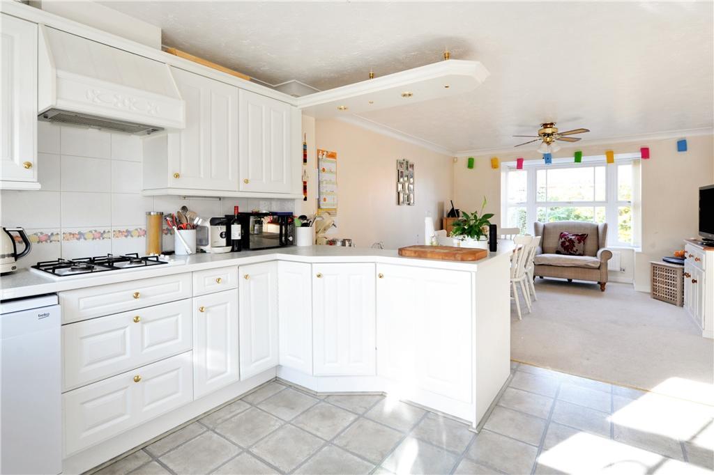 33 Heathfields Kitchen