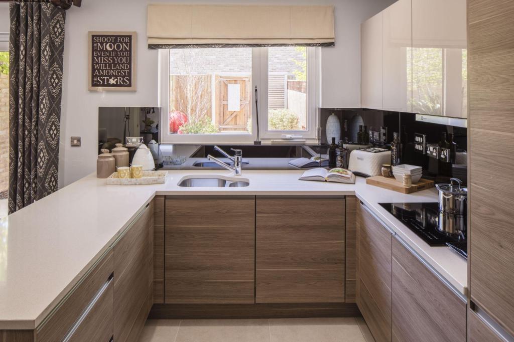 4 bedroom end of terrace house for sale in 26 farnsworth. Black Bedroom Furniture Sets. Home Design Ideas