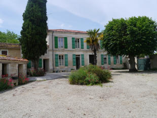 3 bed semi detached house in Aumagne...