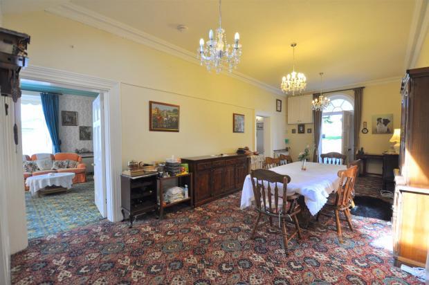 Reception Hall / Din