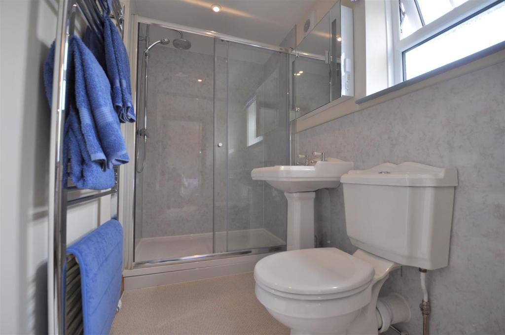 Room 4 Ensuite Bathr