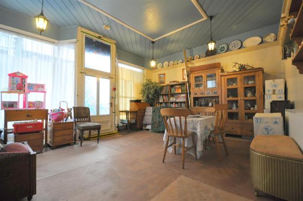 Front Lounge (Previo