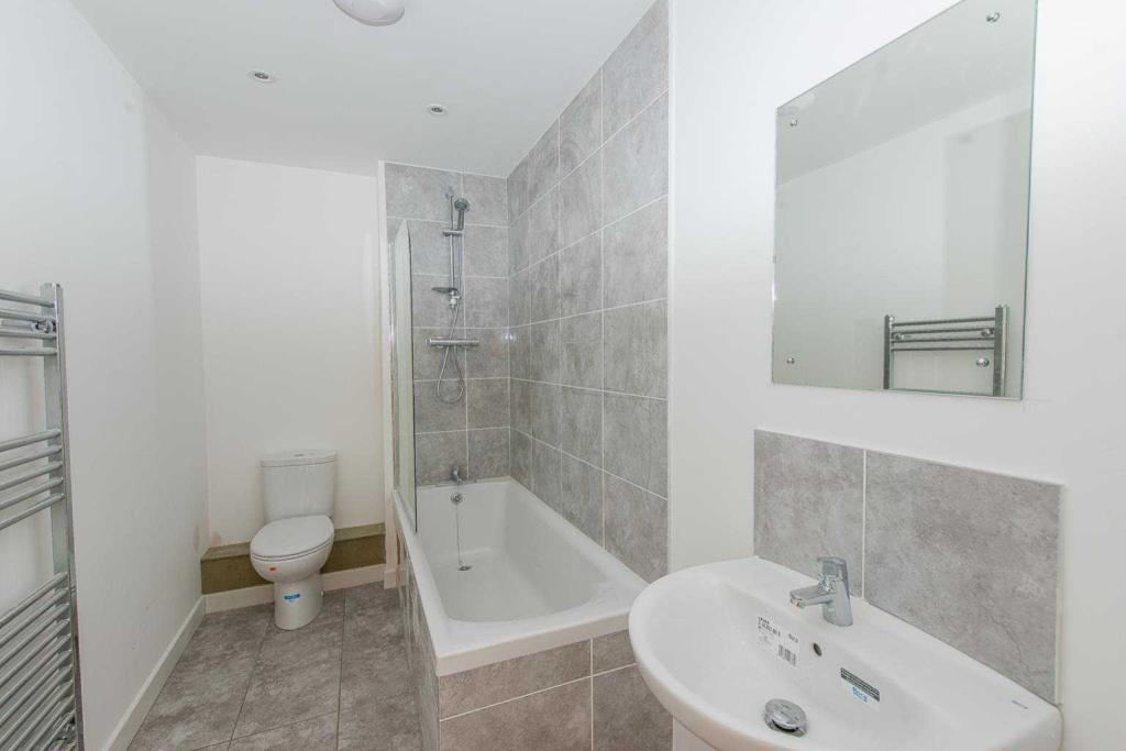 Kings Crescent, Aylesford, Kent, ME20 7FH-9