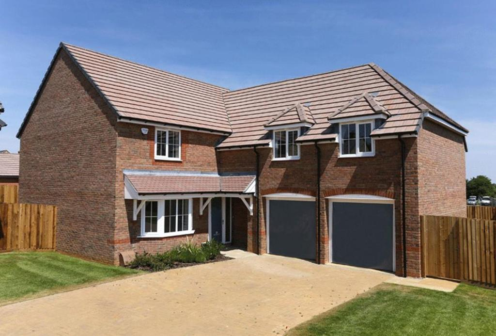 4 Bedroom Detached House For Sale In Northampton Road Brixworth Nn6 Nn6