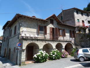3 bed semi detached property for sale in Tuscany, Lucca...