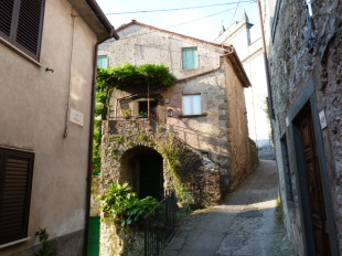 semi detached home in Tuscany, Lucca, Tereglio