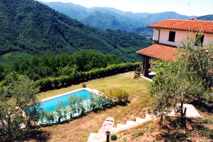 Farm House for sale in Tuscany, Lucca...