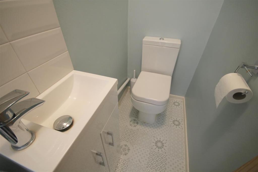 Sepertate toilet