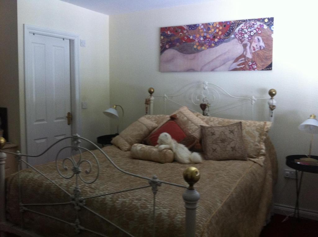 Main bedroom with door to en-suite