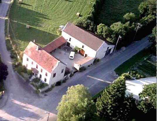 Maison avec cour et grange
