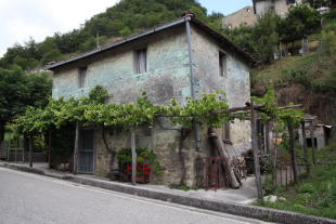 6 bedroom Country House for sale in Montegallo, USCERNO