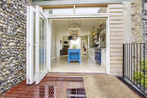 Kitchen into garden