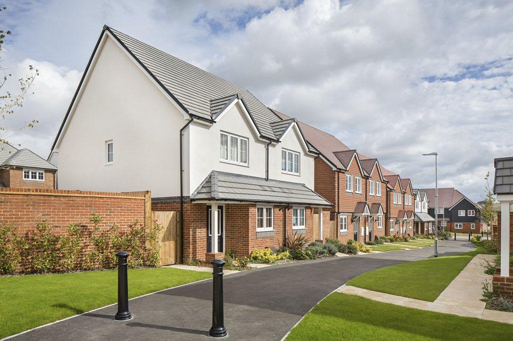 2 bedroom end of terrace house for sale in pearce way for 1 park terrace salisbury