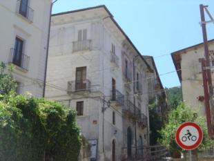 Town House in Introdacqua, Abruzzo...