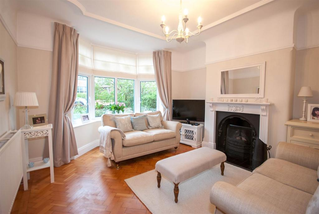 4 bedroom semi detached house for sale in maytree avenue for Living room ideas 1930s semi