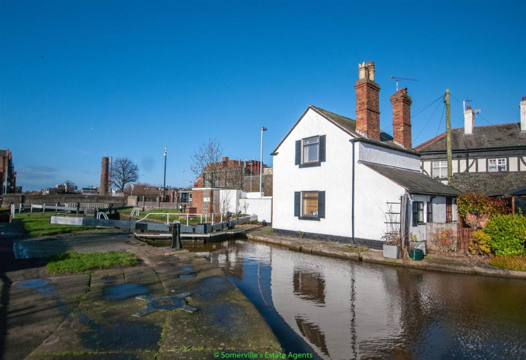2 Bedroom Detached House For Sale In Lock Keepers Cottage