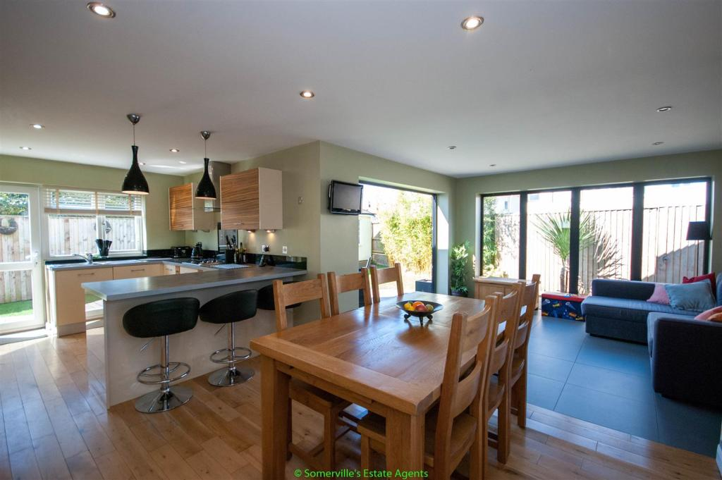 Extended Kitchen, Di