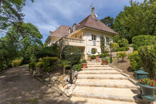 Villa in BOUGIVAL, Île-de-France