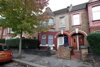 Flat to rent in Perth Road, London, E10