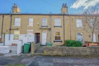 2 bed house in Poplar Street, Birkby...