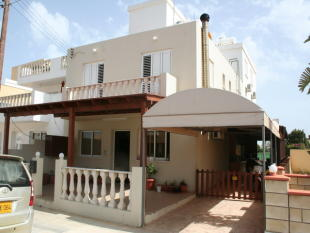 3 bed End of Terrace house in Paralimni, Famagusta