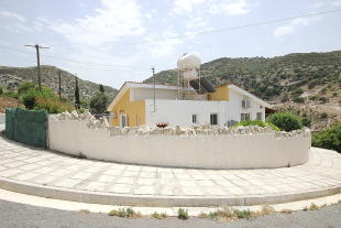 Bungalow for sale in Akoursos, Paphos