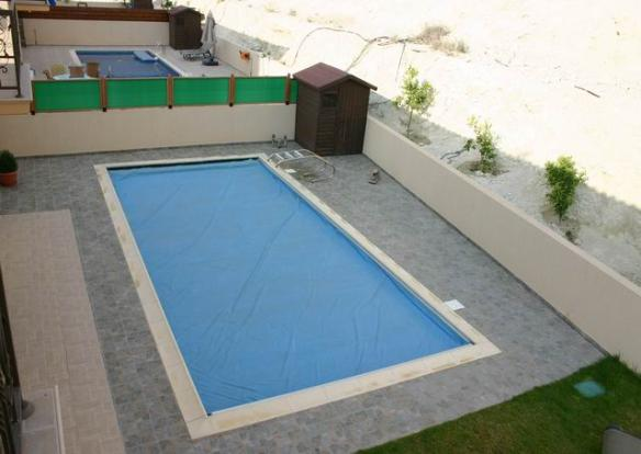 The swimming pool fr