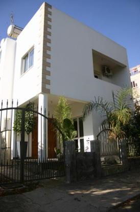 Entance house of 3 b