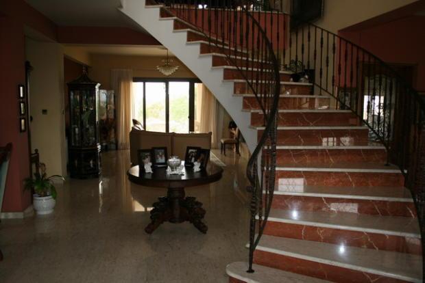entrance & staircase