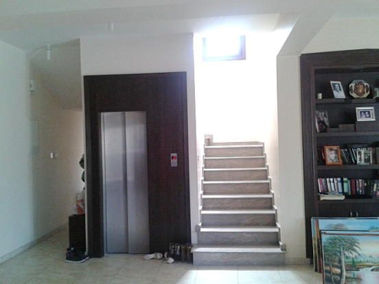 Stairs/Elevator