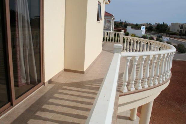 Bedrooms 1,3 balcony