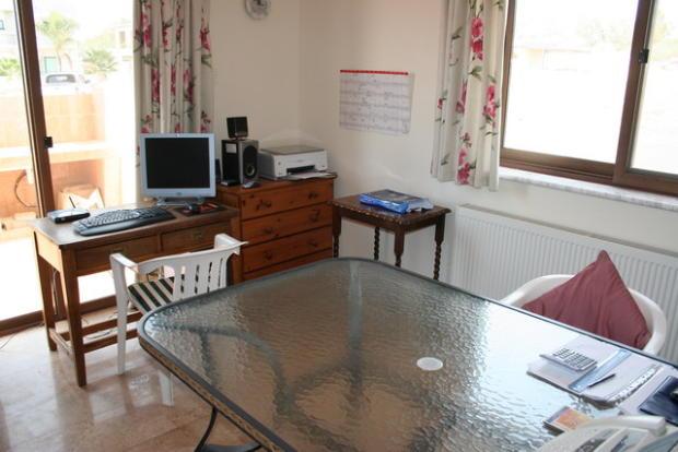 Bedroom 5 (Office)