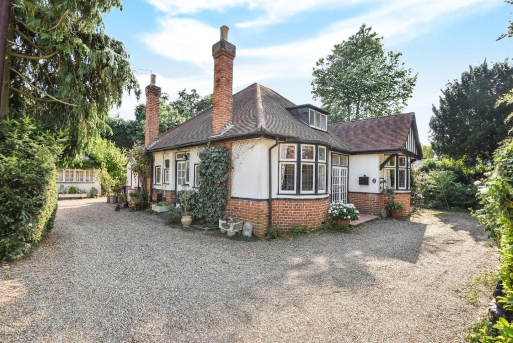 4 bedroom detached house for sale in maidenhead berkshire sl6
