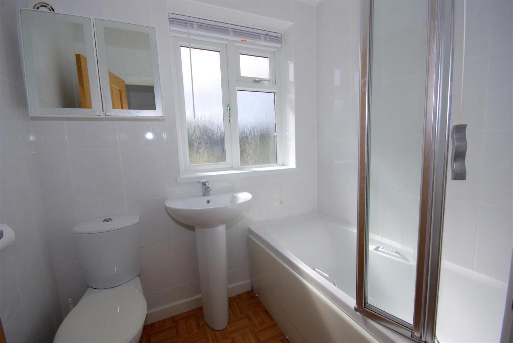 Bathroom B.JPG
