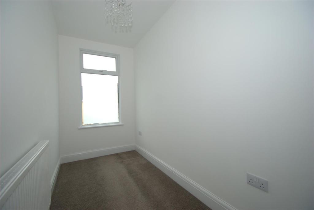 Bedroom 3.NEF.jpg