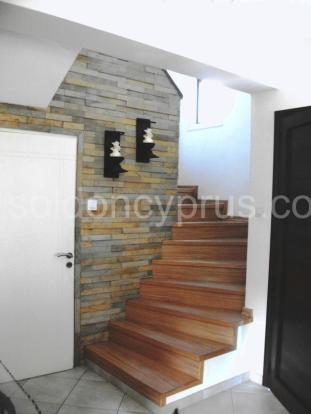 Staircase with wall