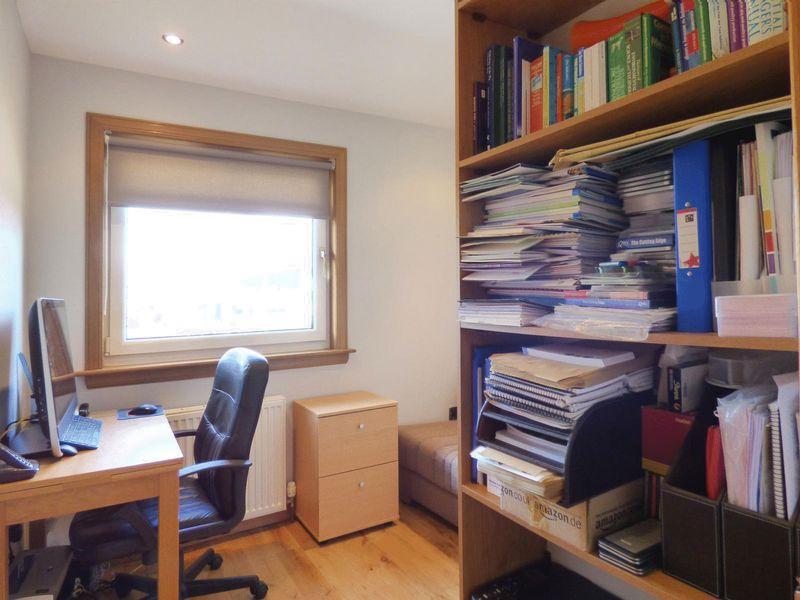 Bedroom 3/ Study
