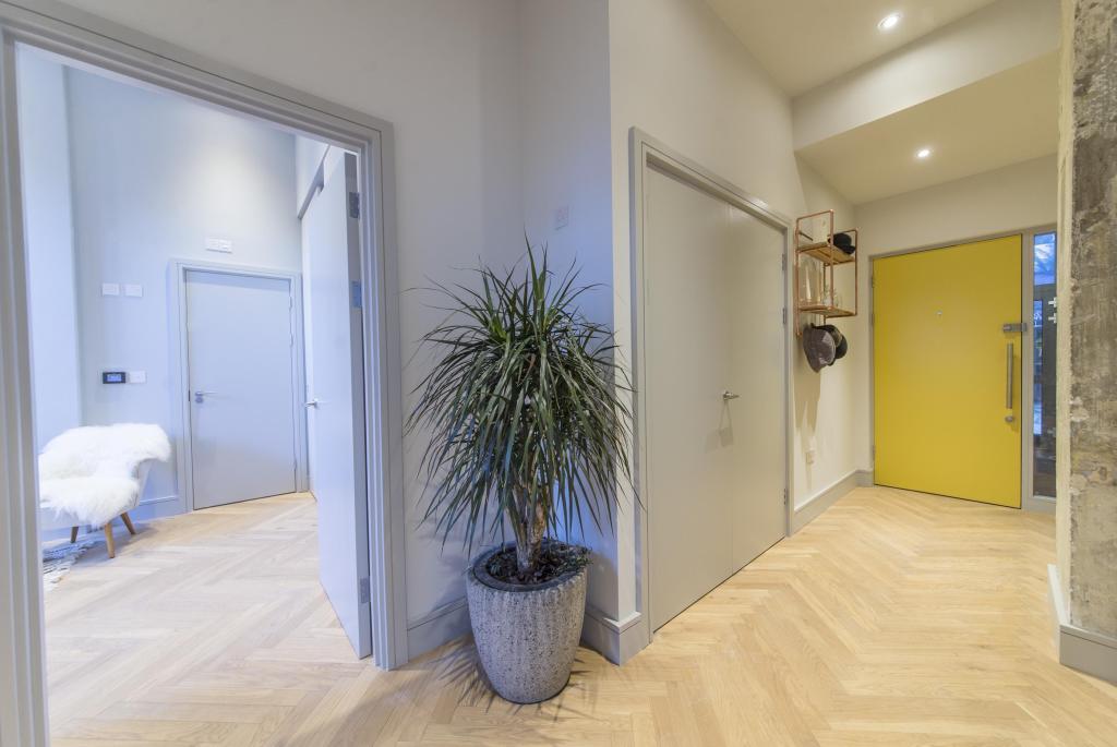 Show Pad Hallway
