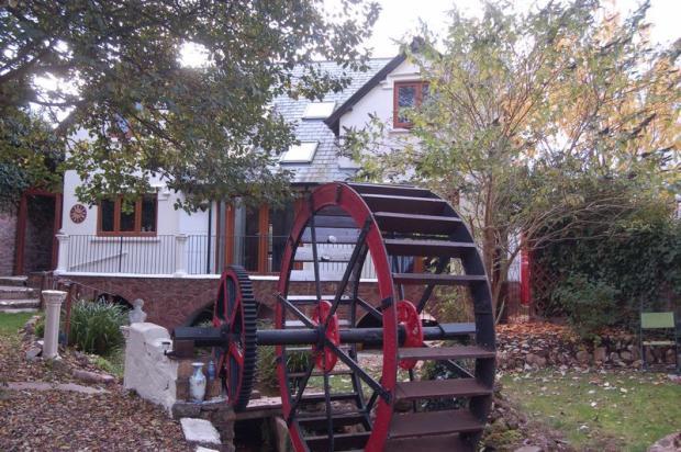 Rear/waterwheel