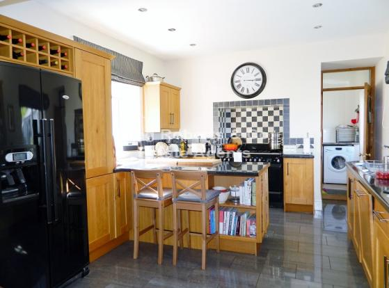 Open Plan Kitchen / Lounge