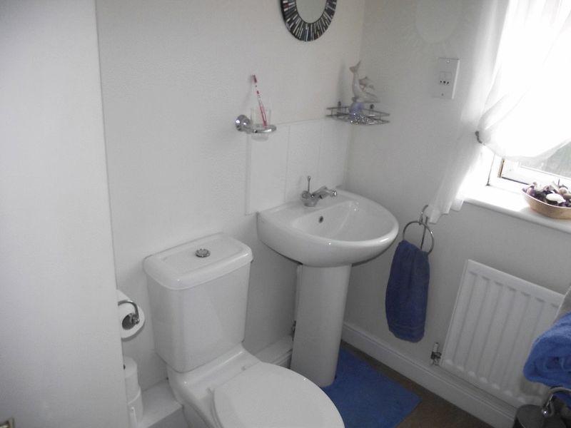 Bedroom 1 En S...