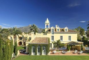 Villa for sale in Aloha, Nueva Andalucia...