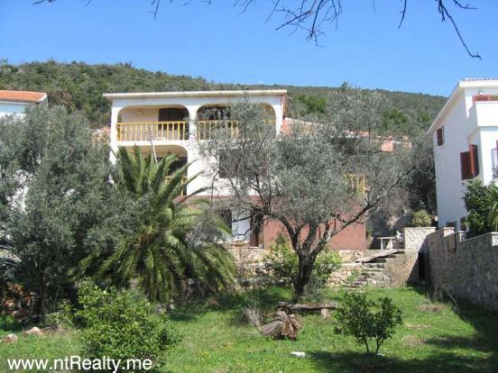 Eraci, Villa 107-1