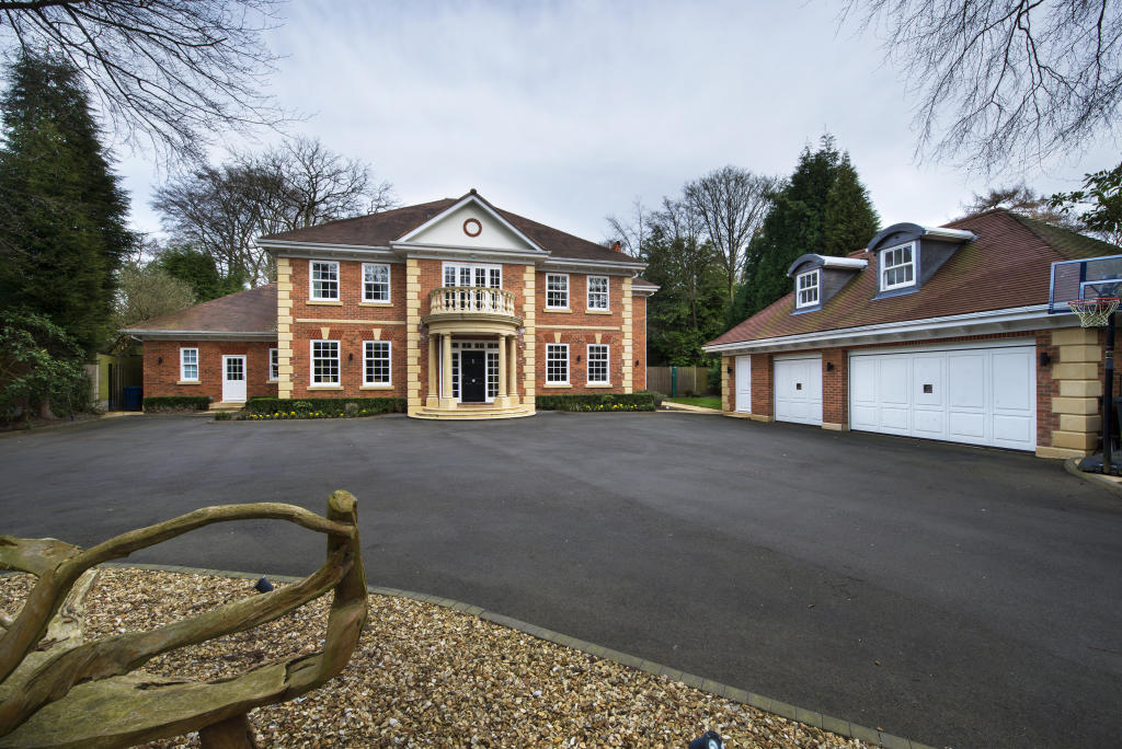 6 Bedroom Detached House For Sale In The Garth Roman Road