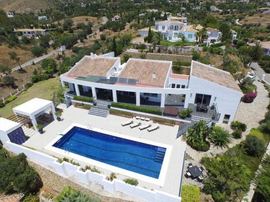 Villa & pool.