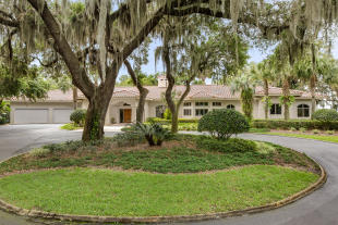 4 bed house for sale in Mount Dora, Florida...
