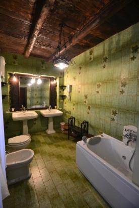 Lodge bathrom